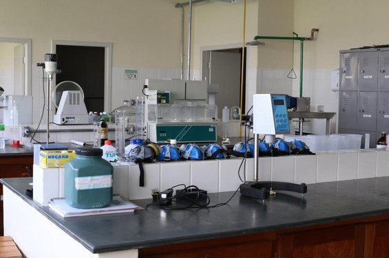 05 - coronavrus - departamento de farmcia produz materiais desinfectantes para atendimento da comunidade interna - foto 02