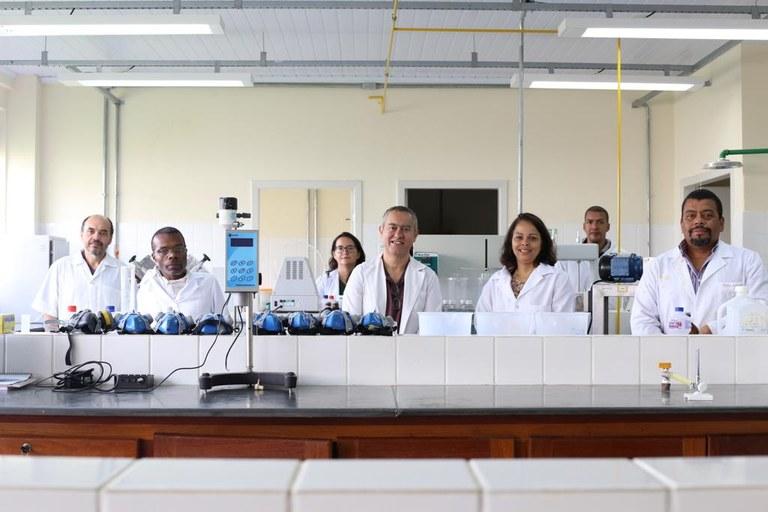 05 - coronavrus - departamento de farmcia produz materiais desinfectantes para atendimento da comunidade interna - foto 01