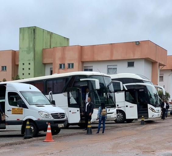 Frota de veículos da UFVJM transporta estudantes