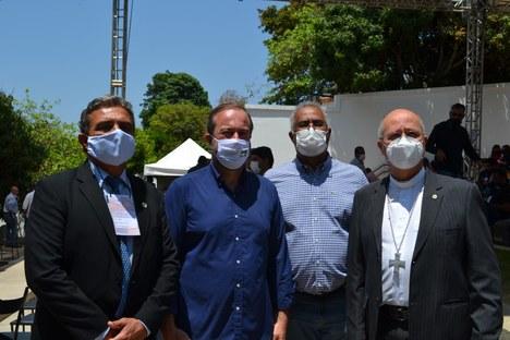 Reitor Janir Soares com senador Alexandre Silveira, ex-deputado Célio Moreira e arcebispo de Diamantina, Dom Darci Nicioli
