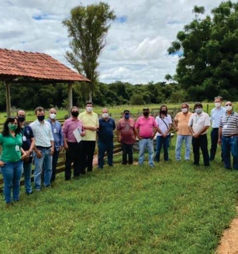Visita de representantes da UFVJM e da Prefeitura de Curvelo à Fazenda Experimental do Moura01
