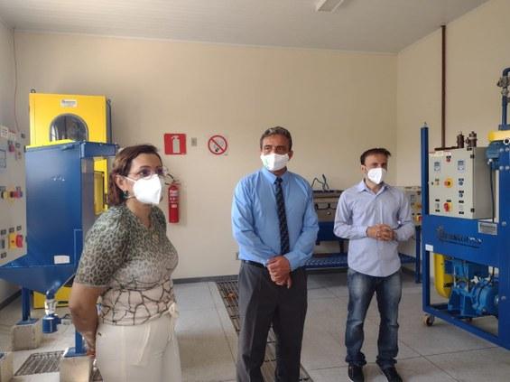 Os reitores em visita ao Laboratório Laboratório de Mineração e Tratamento de Minérios do IFNMG.Crédito: Flaviana Verli.