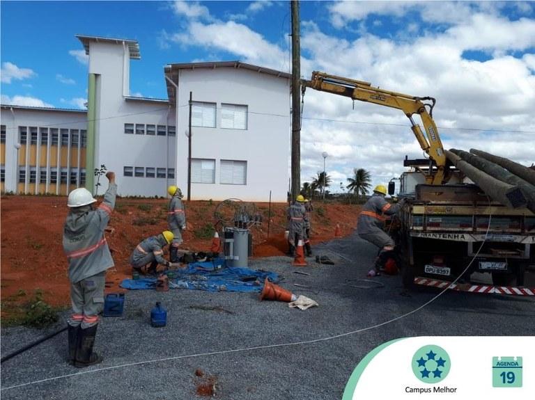 Campus Janaúba recebe postes de rede provisória de energia