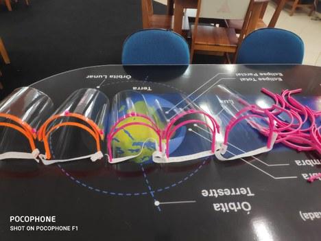 Protetores faciais produzidos pelo Campus do Mucuri UFVJM