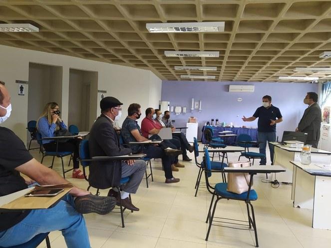 Reitor Janir Alves Soares esteve com o prefeito de Itamarandiba, Luiz Fernando Alves, presidente do CIIAMAJE, em reunião no CISAJE, em Diamantina