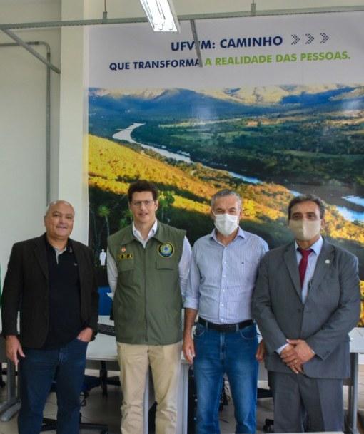 Ministro de Meio Ambiente, Ricardo Salles, deputado Zé Silva e prefeito de Diamantina, Juscelino Roque, em cordial vista ao reitor Janir Alves Soares