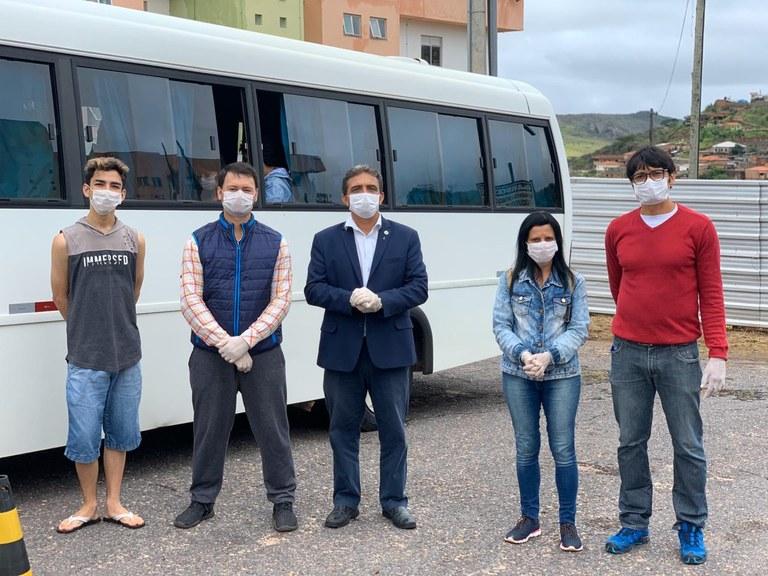 Equipe da UFVJM no momento do embarque dos estudantes
