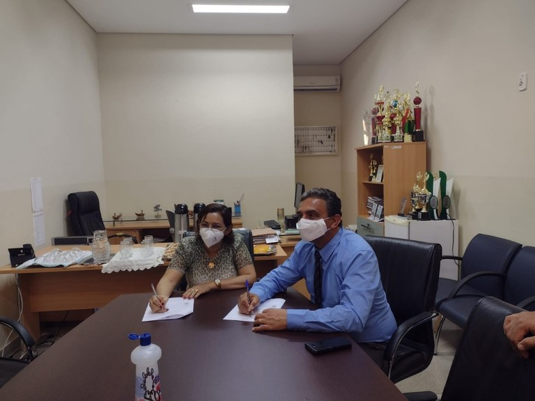 Foto reitores prof. Janir e profa Joaquina